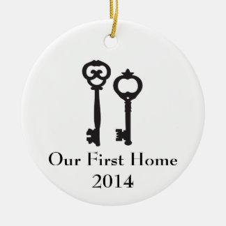Unsere erste Zuhause-Verzierung Rundes Keramik Ornament