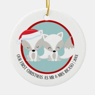 Unsere erstes Weihnachtsarktischen Füchse Rundes Keramik Ornament