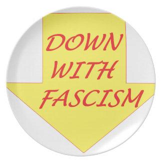 Unten mit Faschismus Teller