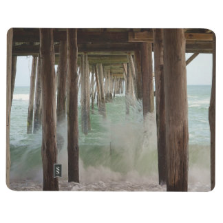 Unter dem Pier durch Shirley Taylor Taschennotizbuch