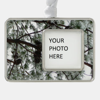Unter den Schnee bedeckt Kiefern-Baum-Winter-Foto Rahmen-Ornament Silber