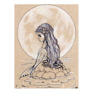 Unter einer kleinen Meerjungfraupostkarte des Postkarte