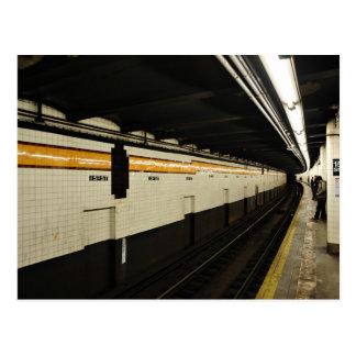 Untergrundbahntunnel mit Fliesenwand Postkarte