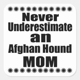 Unterschätzen Sie nie Afghanen-Mamma Quadratischer Aufkleber