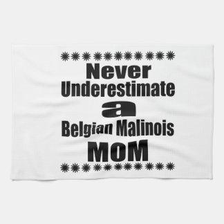Unterschätzen Sie nie Belgier Malinois Mamma Handtuch