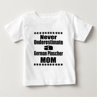 Unterschätzen Sie nie deutsche Pinscher-Mamma Baby T-shirt