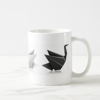 Unterschiedliche Metapher des schwarzen Schwans Kaffeetasse
