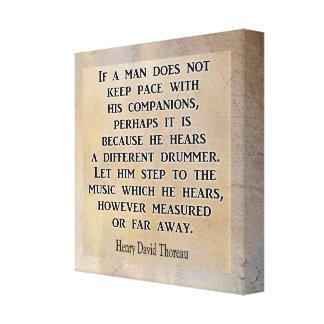 Unterschiedlicher Schlagzeuger ** Thoreau Zitat ** Leinwanddruck