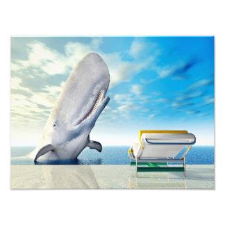 Urlaubsimpression mit Liegestuhl und weißem Wal Fotodruck