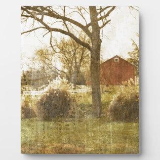 Ursprüngliche Land-Baumfarm-rote Kabine im Holz Fotoplatte