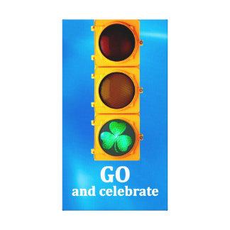 Ursprüngliches Verkehrszeichenlicht St. Patricks Leinwanddruck