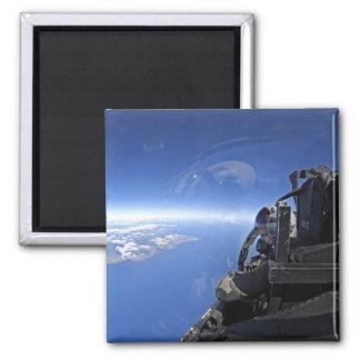 US-Luftwaffekapitänblicke heraus über dem Himmel Quadratischer Magnet