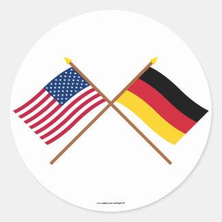 US und Deutschland gekreuzte Flaggen Runder Aufkleber