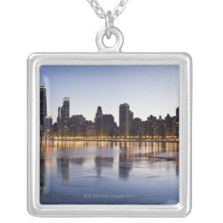 USA, Illinois, Chicago, Stadt-Skyline über See 6 Versilberte Kette