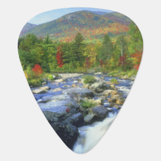 USA, New York. Ein Wasserfall im Adirondack Plektrum