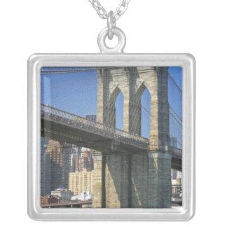 USA, New York, New York City. Brooklyn-Brücke Versilberte Kette