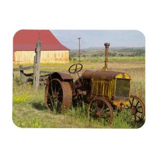 USA, Oregon, Shaniko. Rostiger Vintager Traktor he Flexible Magnete