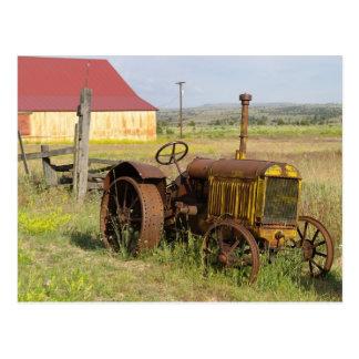USA, Oregon, Shaniko. Rostiger Vintager Traktor Postkarte