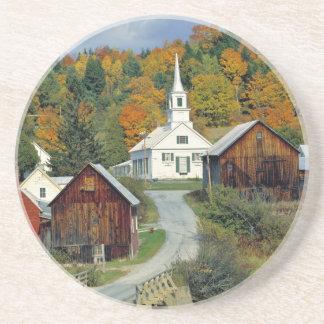 USA, Vermont, wartet Fluss. Herbstlaub fügt hinzu Sandstein Untersetzer