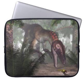 Utahraptor Dinosaurier, der einen Gecko jagt Laptop Sleeve