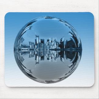Utopische Wolkenkratzerstadt, Ball widerspiegelnd, Mauspad