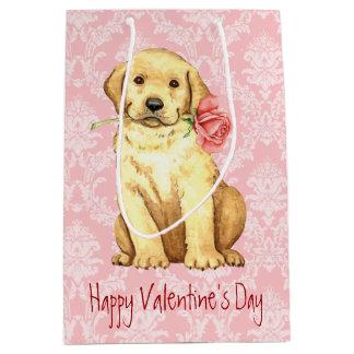 Valentine-Rosen-gelber Labrador Mittlere Geschenktüte
