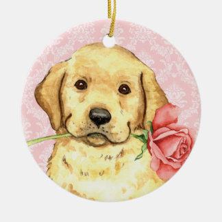 Valentine-Rosen-gelber Labrador Rundes Keramik Ornament