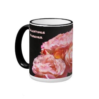 Valentines-für immer Tassen-rosa Rosen-Blumen mit