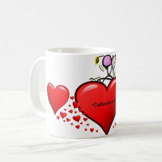 Valentinsgruß-Engel auf einem Herzen Kaffeetasse