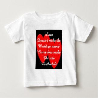 Valentinsgruß---Liebe lässt die Welt nicht sich Baby T-shirt