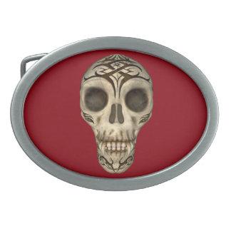 Vampirs-Schädel auf roter ovaler Gürtelschnalle
