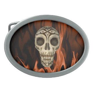 Vampirs-Schädel in den Flammen Ovale Gürtelschnallen