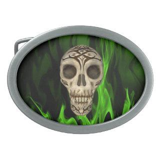 Vampirs-Schädel in den grünen Flammen Ovale Gürtelschnallen