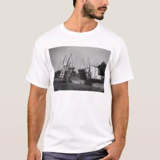 Van- Goghbrücke, Arles, c.1850-1960 T-Shirt
