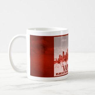 Vancouver-Skyline mit rotem Schmutz Tasse