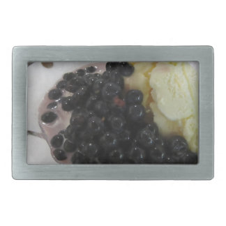 Vanilleeiscreme mit ungebildeten Heidelbeeren Rechteckige Gürtelschnalle