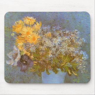 Vase mit Fliedern und Gänseblümchen durch Vincent Mousepads