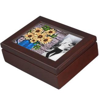 Vasen-Sommergänseblümchen des rustikalen Erinnerungsdose