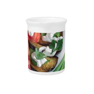 Vegetarischer Teller der gedämpften Aubergine Krug