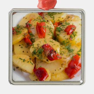 Vegetarischer Teller mit Bio Gemüse Silbernes Ornament