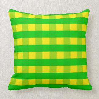 Vektorgelbes und grünes überprüftes Muster Kissen