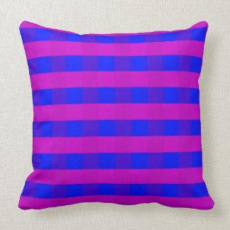 Vektorlila und Blau überprüftes Muster Kissen