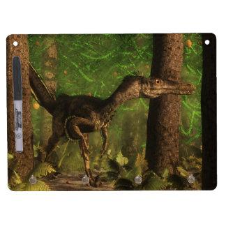 Velociraptordinosaurier im Wald Trockenlöschtafel Mit Schlüsselanhängern