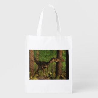 Velociraptordinosaurier im Wald Wiederverwendbare Einkaufstasche