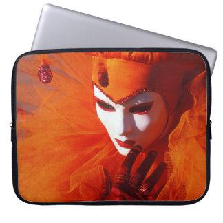 Venedig, Italien (IT) - orange Karnevals-Kostüm Laptopschutzhülle