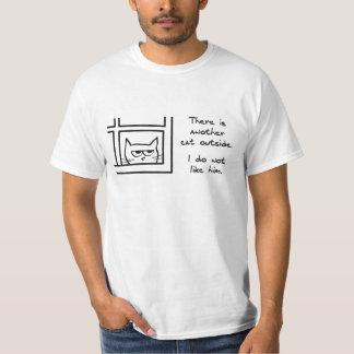 Verärgerte Katze sieht eine andere Katze T-Shirt