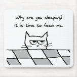 Verärgerte Katze will Sie aus Bett heraus Mousepad
