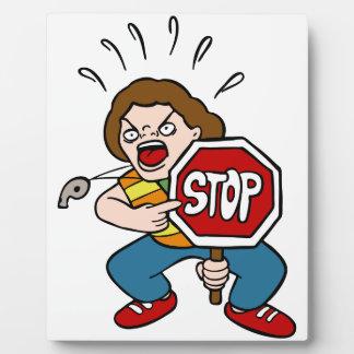Verärgerter Verkehrspolizei-Cartoon-Charakter Fotoplatte