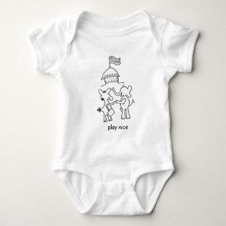 Verbessern Sie zusammen zwei Parteien zugehörige T-Shirts
