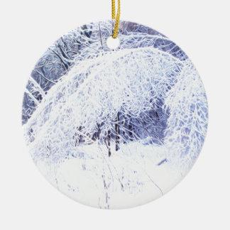 Verbiegende Niederlassungen nach dem Eissturm Rundes Keramik Ornament